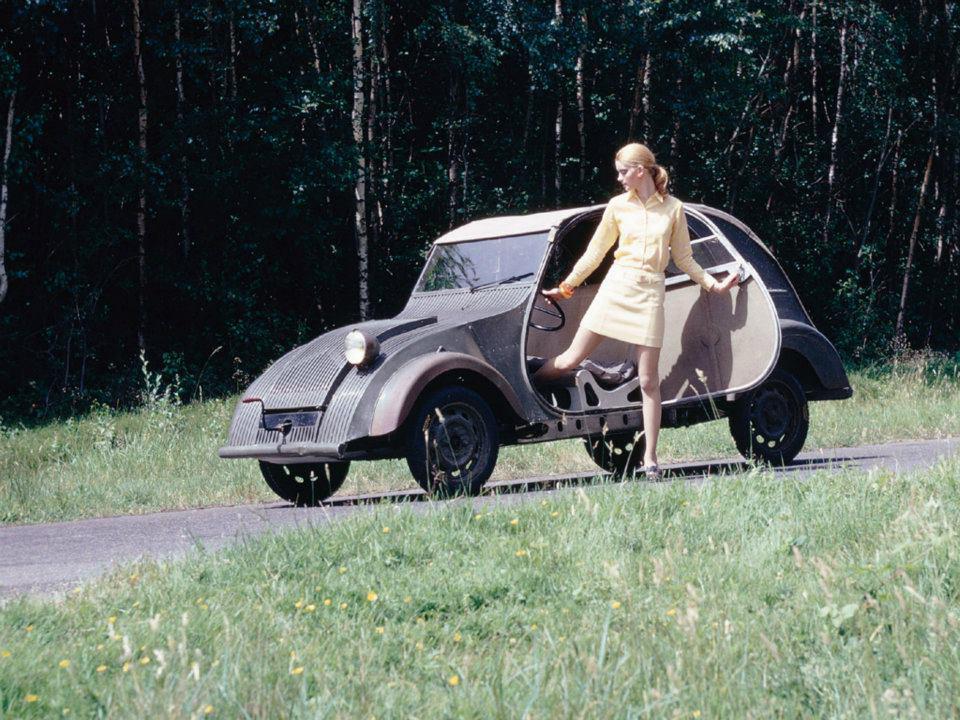 Ein Exemplar der in La Ferté-Vidame gelagerten TPV wird 1968 von Citroën restauriert und gilt für Jahrzehnte als einziges überlebendes 2CV-Vorserienexemplar. Bild: Citroën/Archiv garage2cv.de