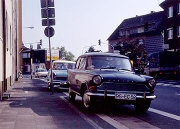 1990 aelten aber noch möglich: Zufällige Bewegung Alltags-Arabella trifft Sonntags-Arabelle in Remscheid. Bild: Archiv garage2cv.de