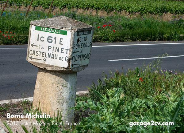 Einer von vielen tausend Bornes Michelin, wie man sie am Rande französischer Straßen noch heute hundertfach finden kann. Bild: garage2cv