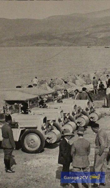 Erste Aufstellung der Autoraupen an den Gestaden des Mittelmeeres nahe Beirut, damals Teil des französisch mandatierten Syrien.