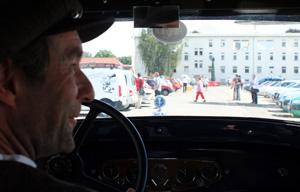 Aus dem Fond eines Citroën C6 SIX 1930 auf dem Jubiläumstreffen des ACC in Speyer 2011