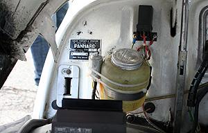 Motorraum eines Panhard PL 17 in Speyer 2011