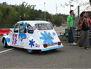 Belgische Rennente bei der Einfahrt auf den Parcours von Zolder - Bild: garage2cv.de