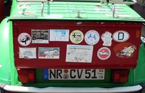Klassisches   Entenmotiv: Kofferraumvergrösserung mit Aufklebern