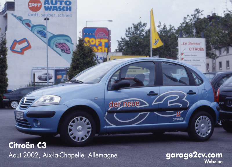 Dieser Citroën C3 zeigt sich im August 2002 mit der Auftaktbeklebung eines Händlers in Aachen.