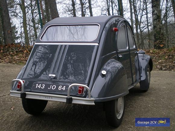 Auf den ersten Blick nicht vom Original zu unterscheiden: 2CV AZAM im Maßstab 1/4, lackiert in der Citroënfarbe Gris typhoon (AC 147), die von September 1963 bis September 1965 bestellbar war. (Foto: Christophe Goujon/garage2cv.de)
