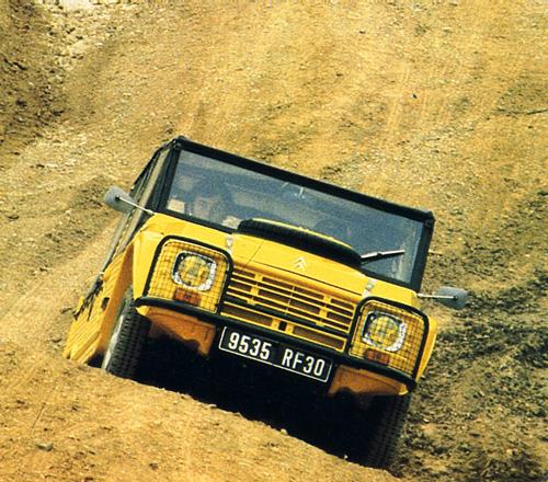Auf einem Truppenübungsplatz in der Nähe des südfranzösischen Garrigues wurde der Mehari 4×4 erstmals der Öffentlichkeit präsentiert. Bild: Citroën Communication / Archiv garage2cv.de