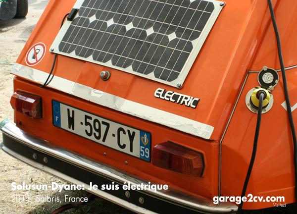 Soluson-Dyane: Trotz Solarzellen am Fahrzeug bleibt die Steckdose unverzichtbar. Gesehen auf einem 2CV-Treffen in Frankreich, Foto: garage2cv.de