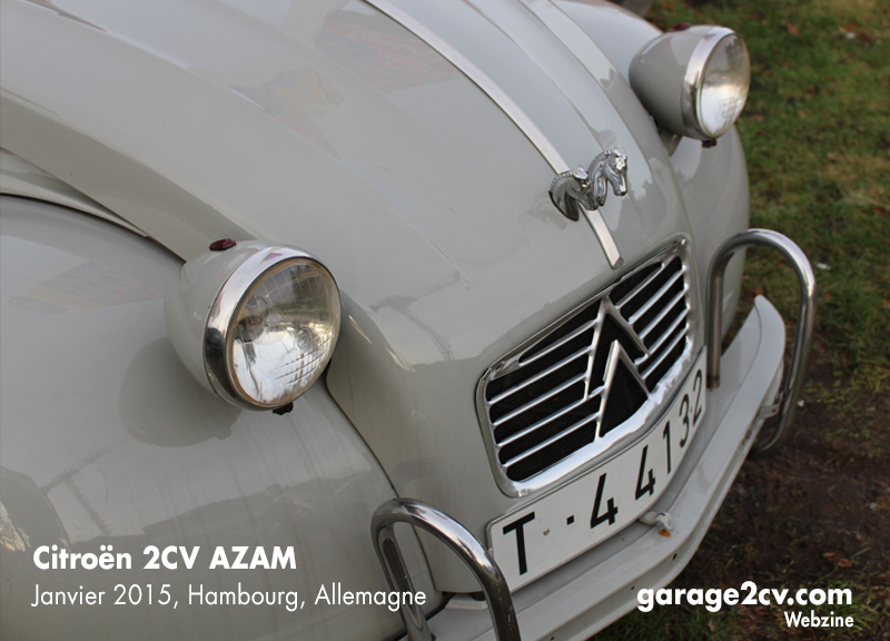 """Die Pferde als Kühlerfigur kennzeichnen diesen AZAM als echten """"Dos caballos"""" aus Vigo. Bild: Jan Eggermann / Archiv garage 2cv"""