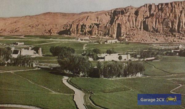Die bekannte Buddha-Statue überblickt das Bamian-Tal, einen historisch wichtigen Begegnungsort iranischer, indischer und chinesischer Kultur in Zentralasien.
