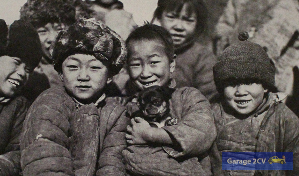 """Young chinese often smiles"" notiert Maynard Owen Williams unter dieses Foto. Er ist Abgesandter der renommierten National Georgraphic Society."