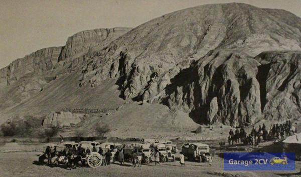 Am 2. Dezember 1931 treffen sich die zwei Gruppen der Fahrt bei Kara Khoja, einem alten Kreuzungspunkt der Seidenstraße.
