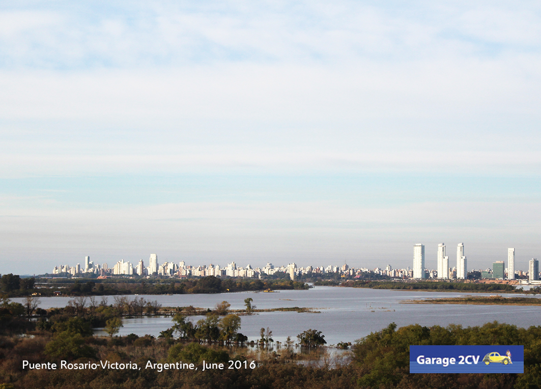 Blick von der Paraná-Brücke auf Rosario, drittgrößte Stadt der argentinischen Republik. Bild: Jan Eggermann