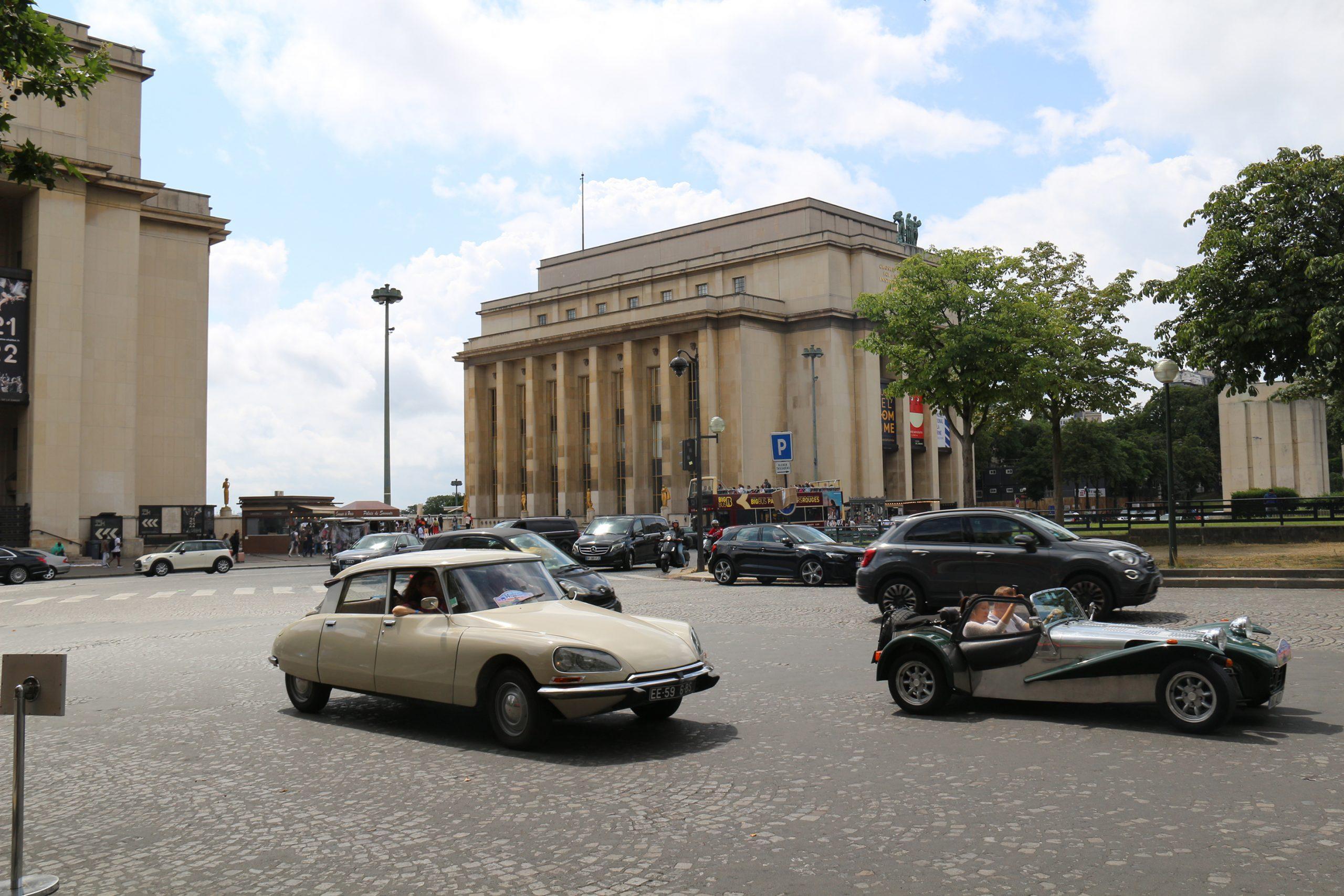 Citroën DS et le Trocadero - 14e traverseée de Paris estivale en véhicules anciens - Garage 2CV